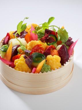 Boîte chaude de boulgour, purée de patate douce et éclats de légumes