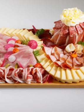 Plateau raclette : fromage et charcuteries